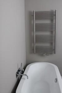 Radiator in badkamer geplaatst